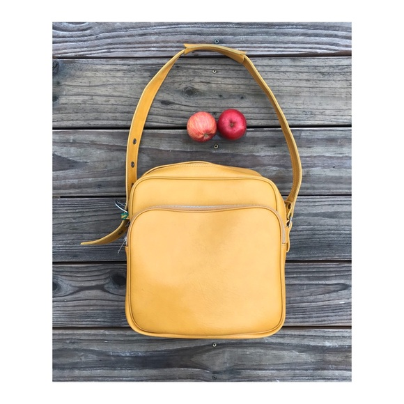 Vintage Handbags - Vintage travel bag mustard goldenrod faux leather